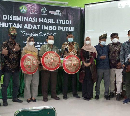 "Menegakkan Kembali Hutan Adat Imbo Putui di Tengah ""Ancaman"" Perkebunan Sawit"